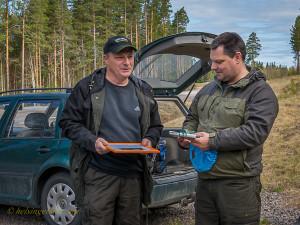 Ordförande Stefan Persson överlämmnar 2014 års Miljöpris till Stefan Olander
